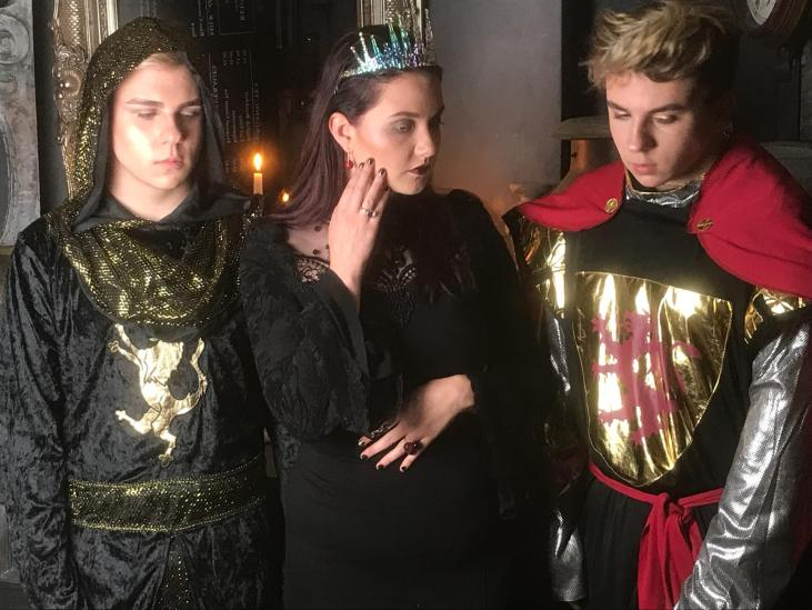 Isolde looking amazing with her prince and king